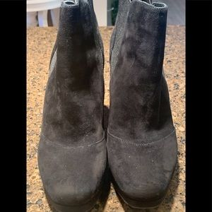 Women's Via Spiga black ankle boots size 61/2